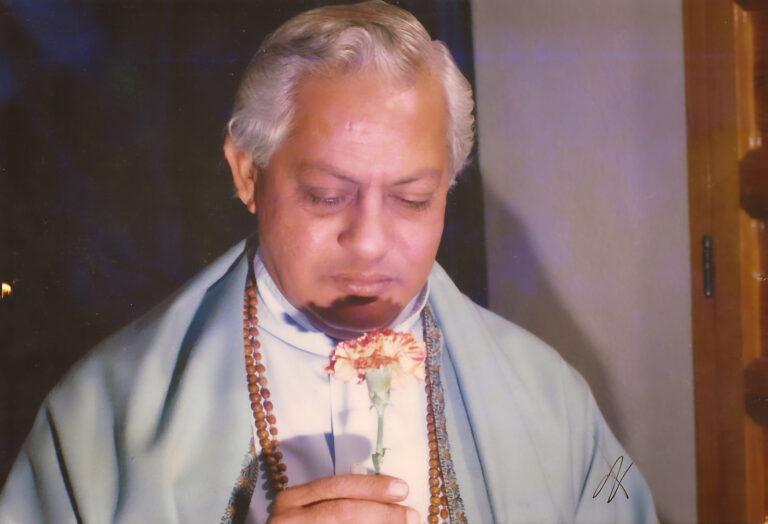 Gururaj Ananda Yogi offering a flower
